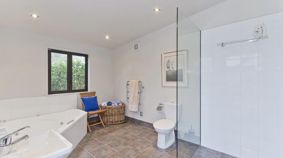 Tora bay exclusive estate amazing accom - Amazing classic luxury bathroom inspirations tranquil retreat ...