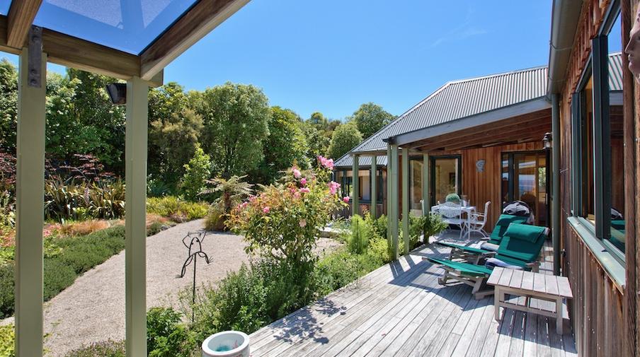 Taupo treetops lakestay amazing accom for Minimalist house lake taupo